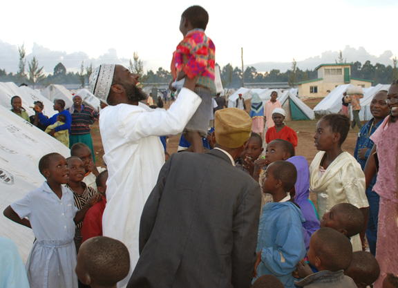 imama ashafa carrying a child